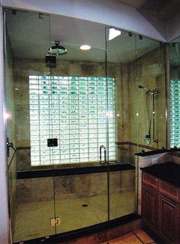 Curved glass enclosure